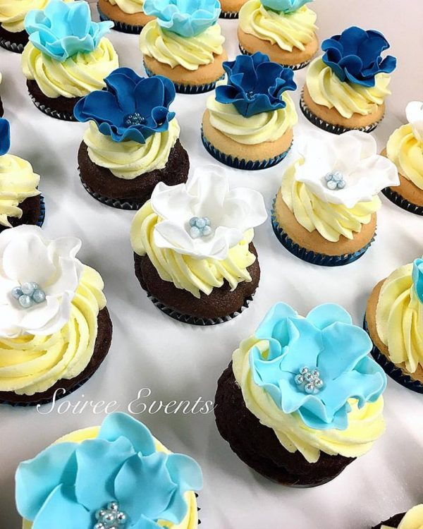 Blue Sugarflower Cupcakes