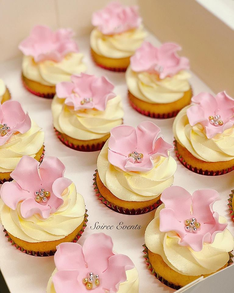 Natural Buttercream and Pink Sugarflower Cupcakes
