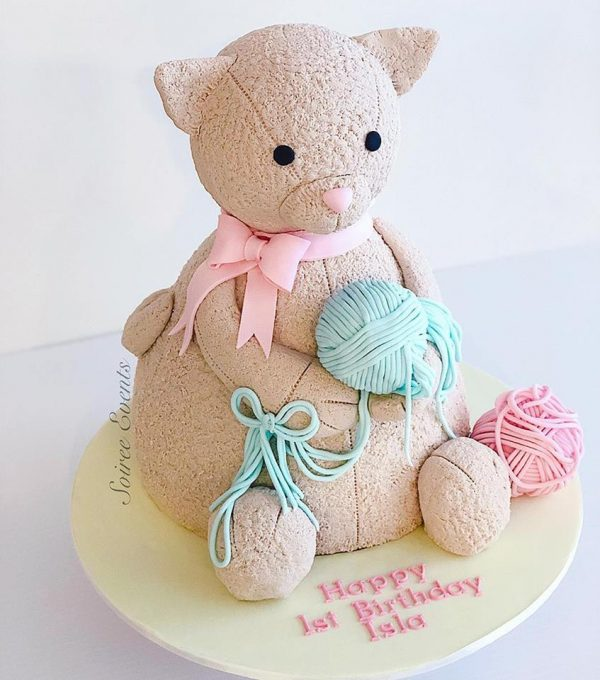 kitten and wool cake