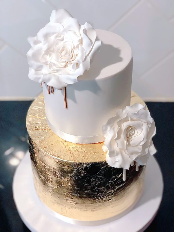 gold-leaf-and-sugar-rose-with-gold-drip-cake-