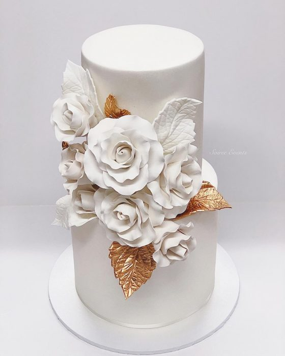 white-and-gold-wedding-cake-with-sugar-roses-2.jpg